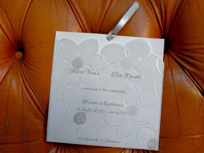 Partecipazione con fiori in perla e argento