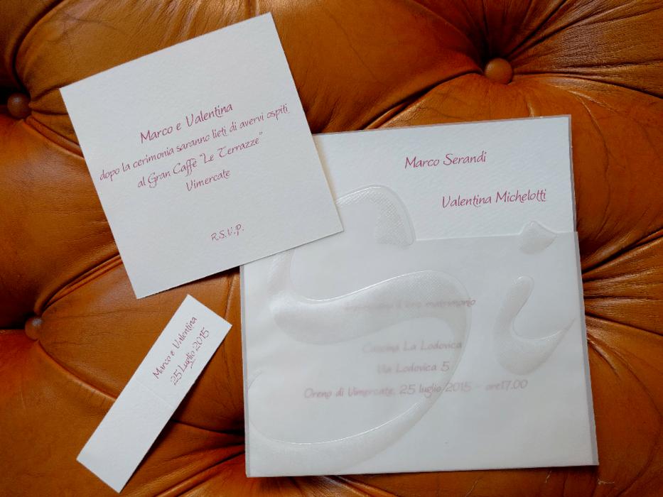 Partecipazione con si in rilievo e cartoncino bianco for Partecipazioni nozze online