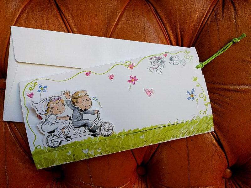 Partecipazioni Matrimonio Bicicletta.Partecipazione Umoristica Con Gli Sposi In Bicicletta