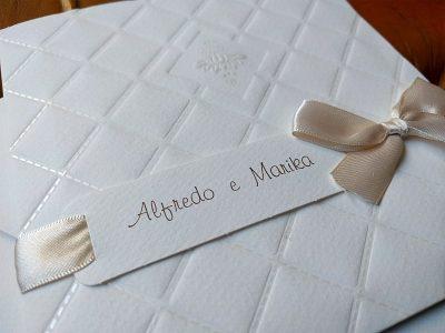Partecipazione con nomi sposi e nastro in raso