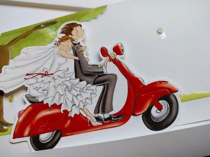 Partecipazione sposi in vespa rossa