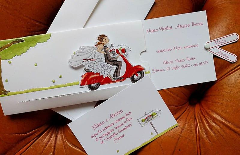 Partecipazioni Matrimonio Scrapbooking.Partecipazione Con Sposi In Vespa Rossa E Cartoncino Estraibile
