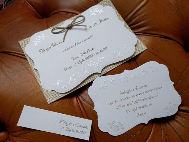 Partecipazioni Matrimonio Juta.Partecipazione In Cartoncino Bianco Con Supporto In Juta
