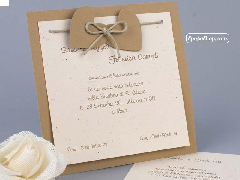 Partecipazioni Matrimonio Carta Kraft.Partecipazione Rustica In Carta Kraft Con Cuori Legati Con Cordoncino