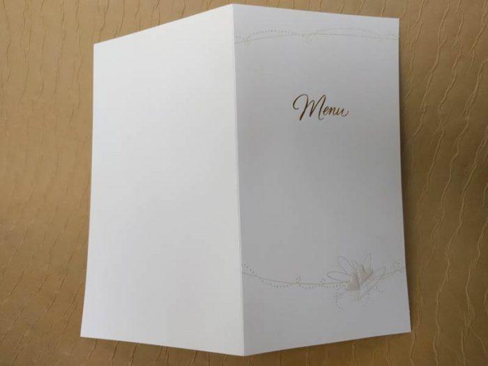 Menu in cartoncino bianco, oro e perla.