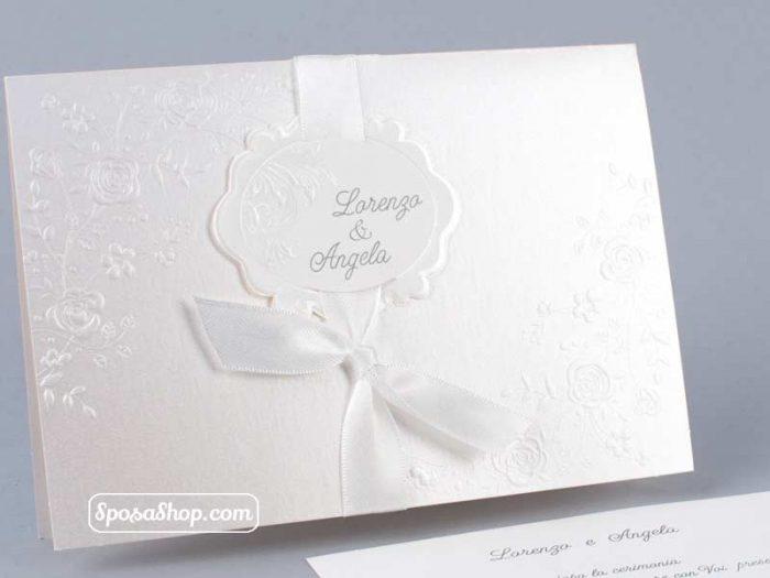 Partecipazione in cartoncino quarzo e nastro bianco