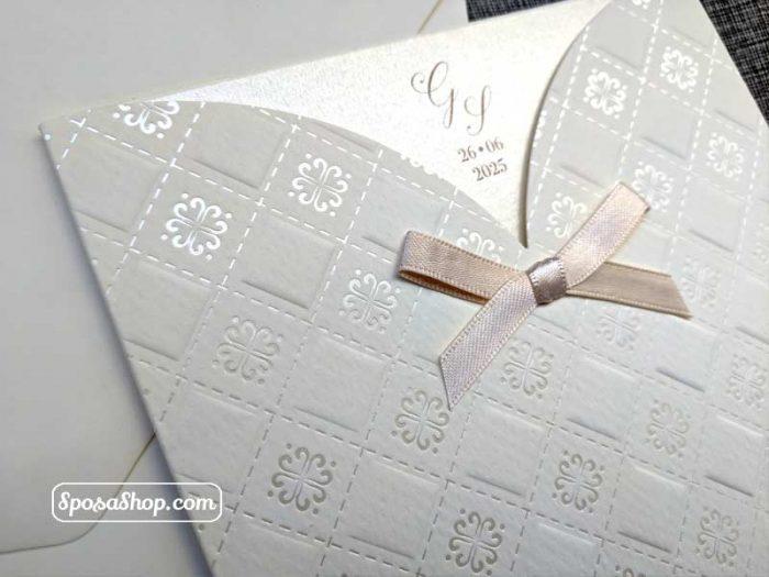 Partecipazione con tasca decorata e fiocco in raso 2
